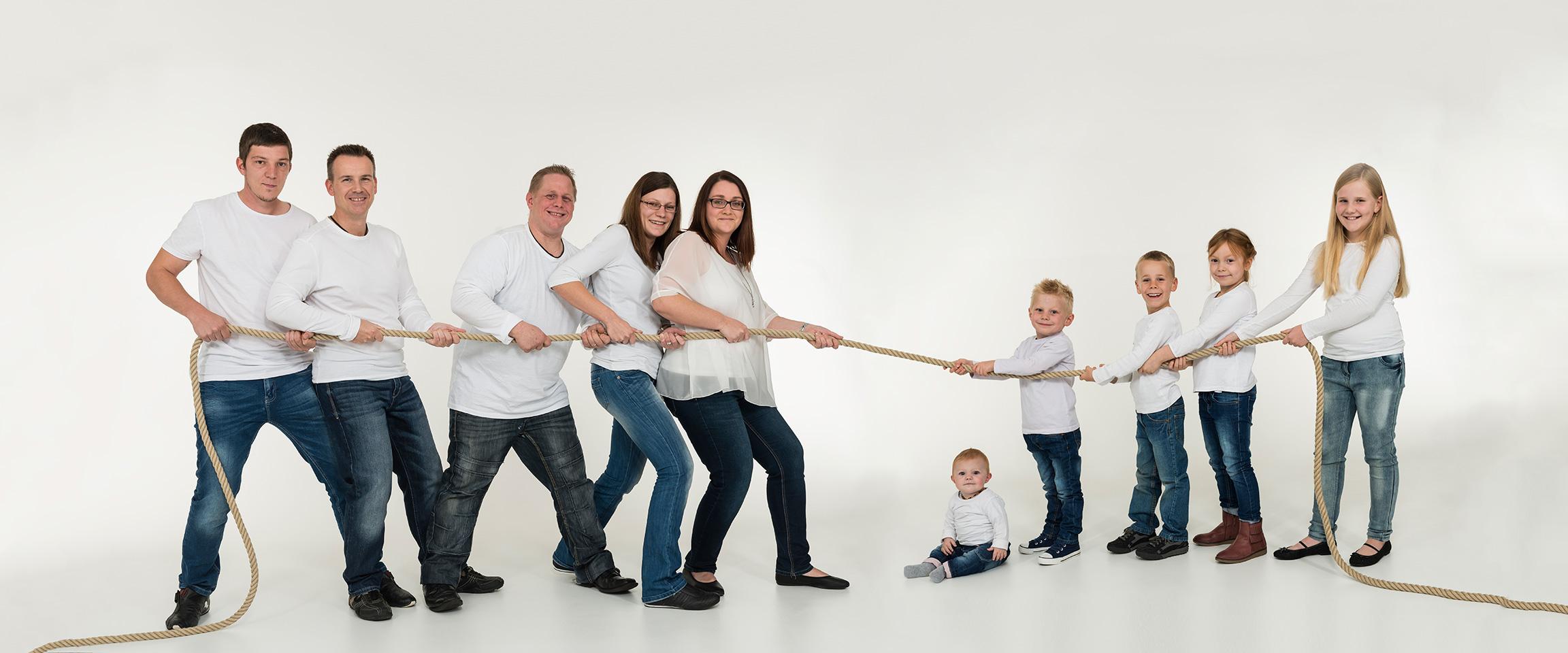 Familienfoto beim Tau ziehen und massig Spaß