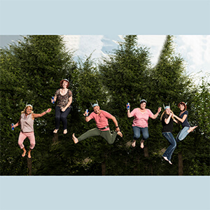 Flying Teamwork, Fotoshooting, Shooting, Fotostudio, Studio, Diez, Limburg, Hahnstätten, Holzheim, Fotos, Fotografien, Fotograf, Foto, klassisch, emotional, schön, modern, Fotografie Verena Schäfer, 2017, Porträt, Belegschaft, Team, Teamfoto, Trampolin, Trampolinshooting