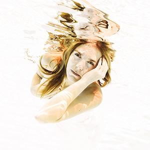 Unterwasser Shooting 2017, underwater, unterwasser, Wasser, Schwimmbad, Pool, Foto, Fotoshooting, Shooting, gefühlsvoll, exklusiv, extravagant, emotional, gefühlsbeton, elegant, Fotos, Fotografien, Fotograf, Fotostudio, schön, modern, Diez, Limburg, Hahnstätten, Holzheim, Weilburg, Koblenz, Wiesbaden, Frankfurt, 2017, schwimmen, fliegen, tauchen, nass, schweben,