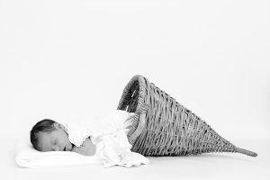 Baby2017, Neugeborenes, Kind, New born, Fotoshooting, Shooting, Fotostudio, Studio, Diez, Limburg, Hahnstätten, Holzheim, Fotos, Fotografien, Fotograf, Foto, klassisch, emotional, schön, modern, Fotografie Verena Schäfer, Mädchen, 2017, Porträt, entspannt, Bildbearbeitung, Retusche, Vintage, Hörnchen