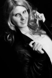 Fotoshooting, Shooting, Fotostudio, Studio, Diez, Limburg, Hahnstätten, Holzheim, Fotos, Fotografien, Fotograf, Foto, klassisch, emotional, schön, modern, Familie, Fotografie Verena Schäfer, locker, Porträt, Portrait, Porträtshooting, Frau, Jacke, Leder, Lederjacke, sexy, cool