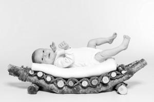 Baby, Neugeborenes, Kind, New born, Fotoshooting, Shooting, Fotostudio, Studio, Diez, Limburg, Hahnstätten, Holzheim, Fotos, Fotografien, Fotograf, Foto, klassisch, emotional, schön, modern, Familie, Fotografie Verena Schäfer, Mädchen, Bett, Holz