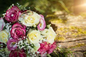 Hochzeit, Paar, Heirat, Foto, Fotoshooting, Shooting, romantisch, verliebt, Romantik, heiraten, wedding, ja, schönster tag, Natur, Glück, glücklich, klassisch, gefühlsvoll, exklusiv, extravagant, frech, lässig, lustig, Hochzeitsfotos, Hochzeitsfotografien, emotional, gefühlsbeton, Momente, Tag, elegant, Liebe, Kleid, Brautkleid, Braut, Bräutigam, Brautpaar, Fotos, Fotografien, Fotograf, Fotostudio, schön, modern, Hochzeitsfotografin, Diez, Limburg, Hahnstätten, Holzheim, Gefühle, Emotionen, outdoor, draußen, location, 2016, Holzheim, Burg, Ardeck, Strauß, Stillleben, Ringe