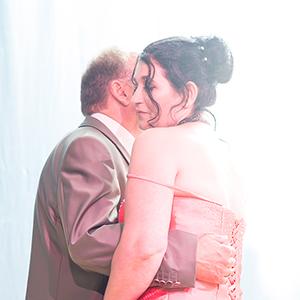 Hochzeit, Paar, Heirat, Foto, Fotoshooting, Shooting, romantisch, verliebt, Romantik, heiraten, wedding, ja, schönster tag, Natur, Glück, glücklich, klassisch, gefühlsvoll, exklusiv, extravagant, frech, lässig, lustig, Hochzeitsfotos, Hochzeitsfotografien, emotional, gefühlsbeton, Momente, Tag, elegant, Liebe, Kleid, Brautkleid, Braut, Bräutigam, Brautpaar, Fotos, Fotografien, Fotograf, Fotostudio, schön, modern, Hochzeitsfotografin, Diez, Limburg, Hahnstätten, Holzheim, Gefühle, Emotionen, outdoor, draußen, location, 2016, Hadamar, Rosengarten, Tanz
