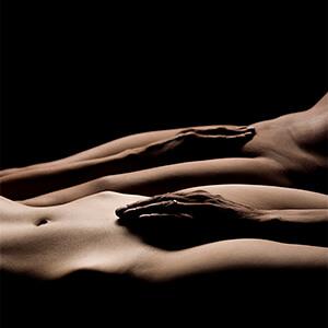 so schön sieht er sie, Porträt, Erotik, außergewöhnlich, Shooting, Fotostudio, Studio, Diez, Limburg, Hahnstätten, Holzheim, Fotos, Fotografien, Fotograf, Foto, gefühlsvoll, exklusiv, elegant, extravagant, emotional, gefühlsbetont, schön, modern, Frau, sexy, verträumt, Porträt, sexy, Porträt, Paar, Körper, body, Pose, Körperlandschaft, Hände
