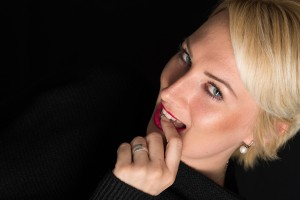 Fotoshooting, Shooting, Fotostudio, Studio, Diez, Limburg, Hahnstätten, Holzheim, Fotos, Fotografien, Fotograf, Foto, klassisch, gefühlsvoll, exklusiv, elegant, extravagant, schön, modern, professionell, Freude, lachen, Porträt, Beauty Shooting, Frau, Adventskalender, Geschenk