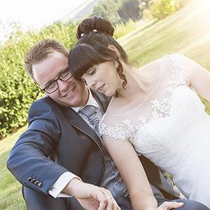 Hochzeit im Spätsommer, Hochzeit, Paar, Heirat, Foto, Fotoshooting, Shooting, romantisch, verliebt, Romantik, heiraten, wedding, ja, schönster tag, Natur, Glück, glücklich, klassisch, gefühlsvoll, exklusiv, extravagant, frech, lässig, lustig, Hochzeitsfotos, Hochzeitsfotografien, emotional, gefühlsbeton, Momente, Tag, elegant, Liebe, Kleid, Brautkleid, Braut, Bräutigam, Brautpaar, Fotos, Fotografien, Fotograf, Fotostudio, schön, modern, Hochzeitsfotografin, Diez, Limburg, Hahnstätten, Holzheim, Gefühle, Emotionen, outdoor, draußen, location, 2016, Hofgut, Sonne