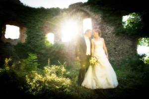 Hochzeit, Paar, Heirat, Foto, Fotoshooting, Shooting, romantisch, verliebt, Romantik, heiraten, wedding, ja, schönster tag, Glück, glücklich, klassisch, gefühlsvoll, exklusiv, extravagant, frech, lässig, lustig, Hochzeitsfotos, Hochzeitsfotografien, emotional, gefühlsbeton, Momente, Tag, elegant, Liebe, Kleid, Brautkleid, Braut, Bräutigam, Brautpaar, Fotos, Fotografien, Fotograf, Fotostudio, schön, modern, Hochzeitsfotografin, Diez, Limburg, Hahnstätten, Holzheim, Gefühle, Emotionen, Burg, Ardeck, outdoor, draußen, location, Natur, grün, Mauer, Sonne, Strahl