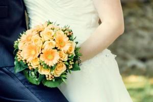 Hochzeit, Paar, Heirat, Foto, Fotoshooting, Shooting, romantisch, verliebt, Romantik, heiraten, wedding, ja, schönster tag, Natur, Glück, glücklich, klassisch, gefühlsvoll, exklusiv, extravagant, frech, lässig, lustig, Hochzeitsfotos, Hochzeitsfotografien, emotional, gefühlsbeton, Momente, Tag, elegant, Liebe, Kleid, Brautkleid, Braut, Bräutigam, Brautpaar, Fotos, Fotografien, Fotograf, Fotostudio, schön, modern, Hochzeitsfotografin, Diez, Limburg, Hahnstätten, Holzheim, Gefühle, Emotionen, outdoor, draußen, location, Hohenstein, Hofgut, See, Teich, Strauß, Blumen