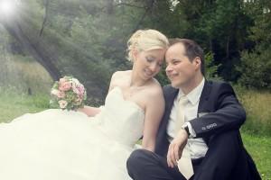Hochzeit, Paar, Heirat, Foto, Fotoshooting, Shooting, romantisch, verliebt, Romantik, heiraten, wedding, ja, schönster tag, Glück, glücklich, klassisch, gefühlsvoll, exklusiv, extravagant, frech, lässig, lustig, Hochzeitsfotos, Hochzeitsfotografien, emotional, gefühlsbeton, Momente, Tag, elegant, Liebe, Kleid, Brautkleid, Braut, Bräutigam, Brautpaar, Fotos, Fotografien, Fotograf, Fotostudio, schön, modern, Hochzeitsfotografin, Diez, Limburg, Hahnstätten, Holzheim, Gefühle, Emotionen, outdoor, draußen, location, Studentenmühle, Wiese, Sonnenstrahlen, Sonne, Sommer