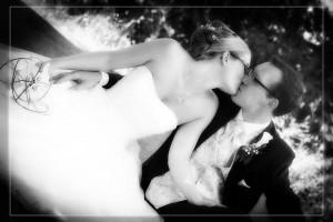 Hochzeit, Paar, Heirat, Foto, Fotoshooting, Shooting, romantisch, verliebt, Romantik, heiraten, wedding, ja, schönster tag, Glück, glücklich, klassisch, gefühlsvoll, exklusiv, extravagant, frech, lässig, lustig, Hochzeitsfotos, Hochzeitsfotografien, emotional, gefühlsbeton, Momente, Tag, elegant, Liebe, Kleid, Brautkleid, Braut, Bräutigam, Natur, Garten, Brautpaar, Fotos, Fotografien, Fotograf, Fotostudio, schön, modern, Hochzeitsfotografin, Diez, Limburg, Hadamar, Rosengarten, Hahnstätten, Holzheim, Gefühle, Emotionen, outdoor, draußen, location, Kuss, Wiese, Wald