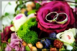 Hochzeit, Paar, Heirat, Foto, Fotoshooting, Shooting, romantisch, verliebt, Romantik, heiraten, wedding, ja, schönster tag, Glück, glücklich, klassisch, gefühlsvoll, exklusiv, extravagant, frech, lässig, lustig, Hochzeitsfotos, Hochzeitsfotografien, emotional, gefühlsbeton, Momente, Tag, elegant, Liebe, Kleid, Brautkleid, Braut, Bräutigam, Natur, Garten, Brautpaar, Fotos, Fotografien, Fotograf, Fotostudio, schön, modern, Hochzeitsfotografin, Diez, Limburg, Hadamar, Rosengarten, Hahnstätten, Holzheim, Gefühle, Emotionen, outdoor, draußen, location, Stillleben, Blumen, Ringe, Strauß