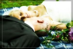 Hochzeit, Paar, Heirat, Foto, Fotoshooting, Shooting, romantisch, verliebt, Romantik, heiraten, wedding, ja, schönster tag, Glück, glücklich, klassisch, gefühlsvoll, exklusiv, extravagant, frech, lässig, lustig, Hochzeitsfotos, Hochzeitsfotografien, emotional, gefühlsbeton, Momente, Tag, elegant, Liebe, Kleid, Brautkleid, Braut, Bräutigam, Natur, Garten, Brautpaar, Fotos, Fotografien, Fotograf, Fotostudio, schön, modern, Hochzeitsfotografin, Diez, Limburg, Hadamar, Rosengarten, Hahnstätten, Holzheim, Gefühle, Emotionen, outdoor, draußen, location, Decke, Picknick